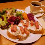 アール ドゥ パン - タルトフランベ風オープンサンド(ブレンドコーヒー付)