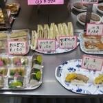 さくら弁当 - 料理写真:おにぎり2個150円、サンドイッチ100円