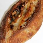 50875376 - ブルーチーズとクルミとはちみつの天然酵母パン
