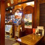 ブラジルコーヒー商会 - 店内は木材が多用されており、落ち着ける雰囲気になっている