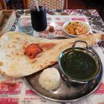 アジアン ミント カフェ - ...「Bセット/そうれん草チキン(800円)」+「アイスコーヒー(150円)」、よくあるネパール人によるインドカレー店。。