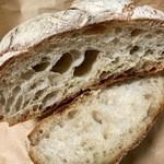 50880067 - 多加水のパンは外皮はカリツと中はモチッとしています