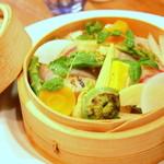 遊食屋 わらべえ - 料理写真:彩り野菜のセイロ蒸し、豆腐クリームのバーニャカウダソース