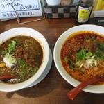 ひすい亭 - 左)黒ごま担々麺、右)紅麻辣麺