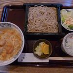 石臼挽き手打ち蕎麦 さん晴  - 料理写真:本日のランチ(親子丼とせいろそば)