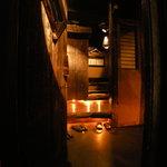 下北沢 鯛家 - 懐かしくてホッとする古木と土壁の店内
