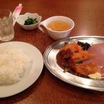 50897317 - 日替わり定食、チキンカツと魚フライ
