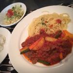 ブカティーニ - 日替わりランチ、牛肉と野菜の煮込み870円