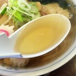 手打らーめん まるち - 透明感のあるスープ