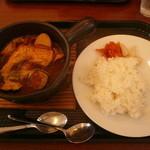スープカレー専門店 MARU - レギュラーカレー(734円)+骨付き鶏(291円)=1025円