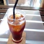 ビアンコ ブランコ - 【ランチ】サンドプレート(平日~15時まで限定)にはコーヒー(hot or ice)がついてきます。インスタントを覚悟していましたが、きちんとしたコーヒーでした。本当に¥650で大丈夫?!