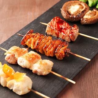 炭火で丁寧に焼き上げる串焼きは、コース料理でのみご提供