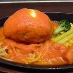 ブッチャー - チーズハンバーグのソースは「トマト味」。チーズのせた「ハンバーグ」もジューシーで美味しいとか。