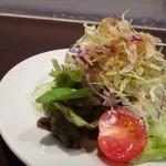 ブッチャー - ◆共通:野菜サラダ・・天神店では別料金でしたけれど、こちらはセットに含まれます。 お肉を頂くときは「お野菜」が欲しくなりますので、良いですね。