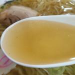 50906660 - すっきり澄んだ黄金色スープ