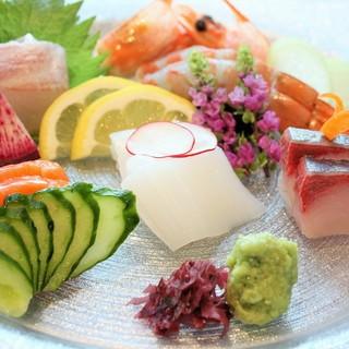 仕入れにより毎日変わる『本日の鮮魚』、鮮度抜群の逸品です。