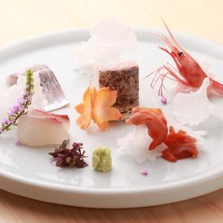 <こだわりの地魚>産地直送の旬の鮮魚お造り盛り合わせ。