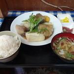 高良食堂 - てびちの煮付け650円(税込)