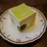 ジュヴァンセル - 2016.05 レアチーズケーキの中によもぎと柚子の大福もち入り♪