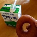 ミルクファーム伊吹 - お隣の豆乳ドーナツと合わせてウマウマ(OvO)
