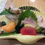 50919065 - お刺身盛り合わせ 真鯛、石鯛、マグロ、みずいか、赤えび、とこぶし