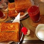 六曜社 - モーニングのトーストはバターかマーマレード