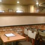 カフェ・ド・ボア - [内観] 2F テーブル席 ②