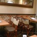 カフェ・ド・ボア - [内観] 2F テーブル席 ①