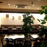 Cafe & Kitchen 米米食堂 - 座った奥のテーブルです