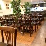 Cafe & Kitchen 米米食堂 - かなり広い店内です