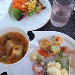 シーズンズ カフェ - サラダ&スープ&前菜&デトックスウォーター