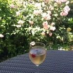 シーズンズ カフェ - バラを見ながらバラのカクテル