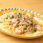 タスマニア産サーモンと茸のクリームスパゲッティ