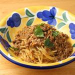 挽肉たっぷりナポリ伝統白ワインのジェノベーゼスパゲッティ