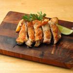 麦芽赤鶏もも肉の炭火焼