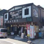 賛急屋 - 店舗外観。近鉄名張駅の西口にある。昼はお土産物屋で夜は居酒屋となる、地元の人御用達っぽい店。