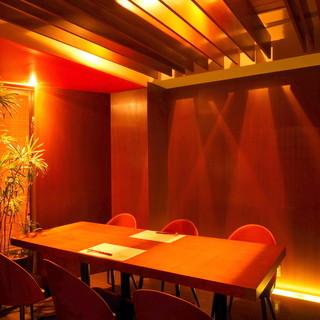 「落ち着いた雰囲気の個室」ご接待やご会食に最適です。