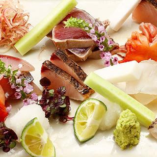 割烹料理と厳選日本酒国産ワインの融合をお楽しみください。