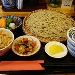 和み蕎 たつ - 炊き込みご飯Aセット。