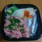 極海鮮 丼丸 - 今日の日替わり丼はサヨリとアブラカレイとネギトロ
