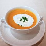 レストラン 拓 - 人参とかぼちゃのスープ