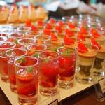 ラウンジ&シャンパンバー「ベランダ」 - シャンパンフレーズ、ピスタチオとストロベリーのトライフル、赤い果実のパンナコッタ