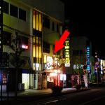 麺屋 にぼすけ - 雑居ビルの1階です(赤い⇒)(2016年5月)