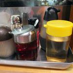 麺屋 にぼすけ - 卓上に常備された調味料類(2016年5月)