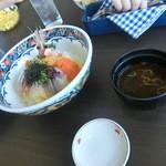 湾岸食堂 - ミニ夫は海鮮丼をチョイス