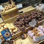ジャック イン ザ ドーナッツ - 料理写真:ドーナツの魅せ方がいいね♡