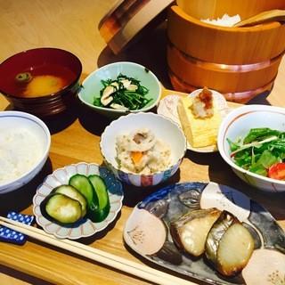 京の朝ごはん土鍋ご飯の和定食¥1280(税別)