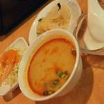チャオタイ - ご飯もののスープをトムヤムクンにチェンジ(150円)2016年5月