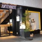 アンテヴォルテ - 北新地の街に馴染む外観