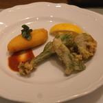 アッピア アルタ - 山菜のフリット と モッツアレラのパン粉揚げ